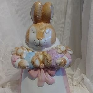 Mama and baby bunny rabbits cookie jar.